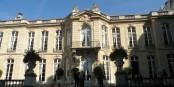Das Hôtel Matignon, Sitz des französischen Premierministers, hat einen neuen Mieter. Manuel Valls ersetzt ab sofort Jean-Marc Ayrault. Foto: Chatsam / Wikimedia Commons
