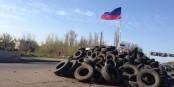Dass gestern an dieser Straßensperre in Sloviansk statt der russischen Fahne die Fahne Ostfrieslands wehte, gehört zu den Randnotizen dieses Konflikts. Foto: Aleksandr Sirota / Wiki Commons / CC-BY-SA 3.0