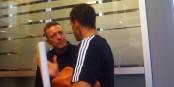 Martin Wagner (links, im Gespräch mit Michael Ballack) findet, dass Pep Guardiola alles richtig gemacht hat. Foto: Kai Littmann