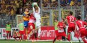 Seine Strafraumbeherrschung wird dem SC Freiburg genau so fehlen wie seine positive Ausstrahlung - Oliver Baumann. Foto: © Kai Littmann