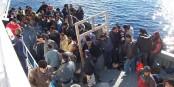 """Diese Flüchtlinge aus Afrika hatten """"Glück"""" - sie schafften es lebend nach Lampedusa. Und dann? Foto: Vito Manzan / Wikimedia Commons"""