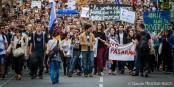 Bravo les jeunes - c'est rassurant de voir que toute la France n'a pas encore été submergée par la vague marron. Foto: © Claude Truong-Ngoc / eurojournaliste.eu