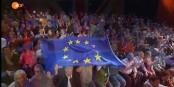 Und hoch die Flagge: Europa als Thema auch in der offenen Anstalt. Foto: Youtube / ZDF