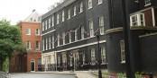 Downing Street 10, le siège du premier ministre britannique. C'est ici qu'il travaille tous les jours au sabotage de l'UE. Foto: Richard Symonds / Wikimedia Commons / CC-BY 3.0