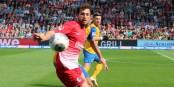 Mit seinem Kopfballtor zum 1:1 brachte der Freiburger Admir Mehmedi die Schweiz wieder ins Spiel zurück. Foto: © Kai Littmann