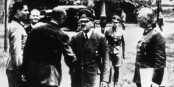 Claus Schenk von Stauffenberg (à gauche) a tenté d'assassiner Adolf Hitler. En vain. Foto: Bundesarchiv Bild 146-1984-079-02 / Wikimedia Commons