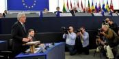 Jean-Claude Juncker hier devant le Parlment Européen - Martin Schulz écoute attentivement. Foto: © European Union 2014 / Source : EP