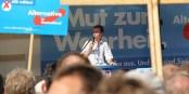 "En mauvais allemand, on dirait ""Er hat einen Schatten"". Correctement, il faut dire ""ein Schatten liegt über seinem Gesicht"" - Bernd Lucke. Foto: Blu News / Wikimedia Commons / CC-BY-SA 2.0"