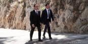 Zwei auf dem Weg nach vorne. Wohin es geht, wissen F. Hollande und M. Valls aber nicht, Nur dass sie dort ankommen, da sind sie sich sicher. Foto: © Présidence de la République / C. Alix