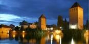 Straßburg am Abend - so ungefähr der romantischste Ausflug, den man machen kann. Foto: Remi Leblond / Wikimedia Commons / CC-BY-SA 3.0