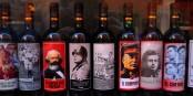 Alkohol kann offensichtlich ziemlich entgegengesetzte Ideologien miteinander verbinden. Foto: © Bernard Guerrier