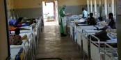 Les structures hospitalières sont insuffisantes dans les pays touchés par l'Ebola. L'Allemagne envoye 2000 volontaires. Foto: Daniel Bausch, National Center for Infectous Diseases CDC / Wikimedia Commons / PD