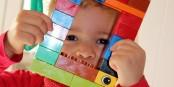 Les jeunes apprennent les langues étrangères de manière ludique. Même plusieurs langues maternelles. Foto: Helene Souza / www.pixelio.de