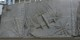 Diese Tafel erinnert an den englischen Bombenangriff auf Freiburg am 27.11.1944. Aber niemand fragt mehr nach den Ursachen. Foto: Dr. med. Mabuse / Wikimedia Commons / CC-BY-SA 3.0