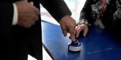 Les électeurs tunisiens devaient colorier un doigt pour éviter des fraudes électorales. Foto: Mohamed Md'lla