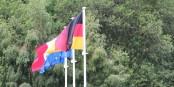 Deutschland, Frankreich, Europa - für Ulrich von Kirchbach hängen diese drei Fahnen ganz eng beieinander. Foto: Eurojournalist(e)