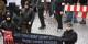 Personne ne devrait s'abaisser à aller manifestater avec des gens pareilles. Heureusement, ils sont plus nombreux à aider les réfugiés. Foto: Antifaschistische Gruppe Südthüringen (AFGS) / Wikimedia Commons / CC-BY 2.0