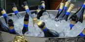 Viele Gründe zum Champagner-Trinken gibt es zum Jahreswechsel 14/15 zwar nicht, aber anstoßen sollte man trotzdem... Foto: Harald Bischoff / Wikimedia Commons / CC-BY-SA 3.0