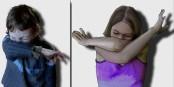 Eternuez dans le coude comme montré et non pas dans la main - cela empêche la propagation du virus... Foto: Lamiot / Wikimedia Commons / CC-BY 1.0