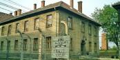 Aucun délai de prescription ne peut s'appliquer aux crimes contre l'humanité commis à Auschwitz. Foto: Wikimedia Commons / PD