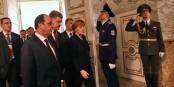 Hollande, Poroschenko et Merkel avant les négociations à Kiew. 17 heures plus tard, tout le monde aura au moins gardé la face. Foto: (c) Présidence de la République / L. Blevennec