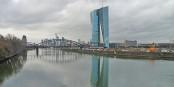 Dieser phallusartige Bau in Frankfurt soll also das Beste symbolisieren, was wir in Europa haben. Na dann... Foto: Simsalabimbam / Wikimedia Commons / CC-BY-SA 3.0