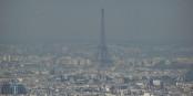 Den Eiffelturm erahnt man im Moment nur durch einen Feinstaub-Schleier. Foto: ILJR / Wikimedia Commons / CC-BY-SA 3.0