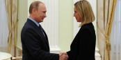Toll, dass Federica Mogherini den Mächtigen der Welt auch mal die Hand schütteln darf... Foto: Kremlin.ru / Wikimedia Commons / CC-BY-SA 3.0