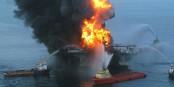 """Si une catastrophe comme celle de """"Deepwater Horizon"""" devait survenir devant les côtes européennes, mieux vaudrait ne pas avoir de TTIP... Foto: US Coast Guard / 100421-G-XXXL / Wikimedia Commons / PD"""