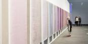 """L'art n'est pas toujours facile à comprendre, comme l'oeuvre de Sam Falls """"Untitled (Books for Jamie) / (c) Art Basel"""