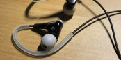 Künftig sind verkabelte und Bluetooth-Kopfhörer am Steuer in Frankreich verboten. Foto: Minseong Kim / Wikimedia Commons / CC-BY-SA 4.0