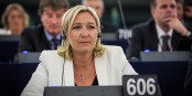 "Marine Le Pen assurera la présidence du nouveau groupe parlementaire ""Europe des Nations"" - attention, danger ! Foto: Claude Truong-Ngoc / Eurojournalist(e)"