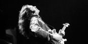 Rory Gallagher - unsterblich - immortel - immortal. Foto: Rik Walton / Wikimedia Commons / CC-BY-SA 2.0