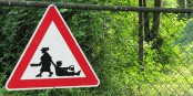 Dieses neue Verkehrsschild wird gerade in der Praxis getestet. Man fragt sich, wie wir bisher ohne ausgekommen sind. Foto: Gras-Ober / Wikimedia Commons / CC-BY-SA 3.0