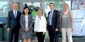 Vera Jourova (2e à gauche) et ceux qui voulaient être sur la photo, lors de la visite de la commissaire européenne à Kehl. Foto: (c) CEC