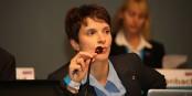 Frauke Petry voudrait devenir la Marine Le Pen allemande. Pour cela, elle a outsché contre le fondateur de l'AfD Bernd Lucke. Foto: blu-news.org / Wikimedia Commons / CC-BY-SA 2.0