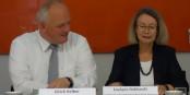 Staatssekretär Ulrich Kelber und Europaabgeordnete Evelyne Gebhardt bei der Vorstellung der neuen EVZ-App. Foto: (c) ZEV
