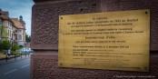 Eine Tafel erinnert an die 86 Opfer des Naziprofessors August Hirt. Die Geschichte ist noch viel näher an der heutigen Zeit, als man das denkt. Foto: Claude Truong-Ngoc / Eurojournalist(e)