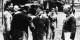 Von Stauffenberg (à gauche, avec Hitler et Keitel), faisait partie du cercle intérieur du pouvoir, avant d'oser l'attenat sur le tyran. Foto: Bundesarchiv / Bild 146-1984-079-02 / Wikimedia Commons / CC-BY-SA 3.0