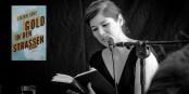 """Lilian Loke, Autorin von """"Gold in den Straßen"""", am Samstag bei einer Lesung in Freiburg. Foto: Arne Bicker"""