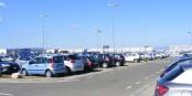 Lorsque vous louez une voiture à l'étranger, comme ici à l'aéroport de Florence, vous éviterez du stress en suivant les conseils du CEC. Foto: Mattes / Wikimedia Commons / PD