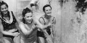 Pensez aussi à ceux qui ne peuvent pas aller à la piscine... Foto: Bundesarchiv, Bild 183-H0725-0001-007 / Kluge Wolfgang / Wikimedia Commons / CCC-BY-SA