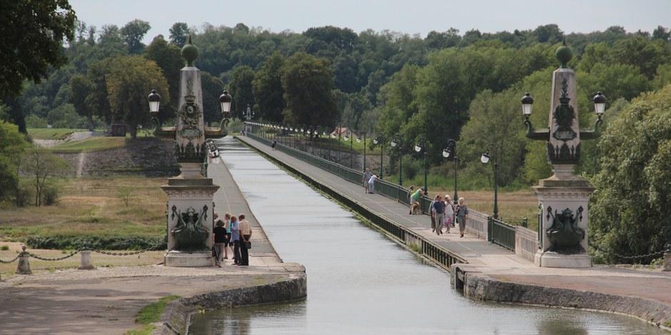 AKWs sind nicht die einzige Ingenieursleistung Frankreichs - in Briare hat man einen Kanal über andere Kanäle gebaut... Foto: Eurojournalist(e)