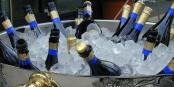 Heute dürfen wir uns mal ein Gläschen Champagner gönnen - denn heute erscheinen wir seit genau sieben Jahren! Foto: Harald Bischoff / Wikimedia Commons / CC-BY-SA 3.0
