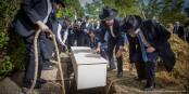 Die Beisetzung der Überreste der Opfer des Naziprofessors Hirth war ein Akt, mit dem diesen Opfern die Würde wiedergegeben wurde. Foto. Claude Truong-Ngoc / Eurojournalist(e)