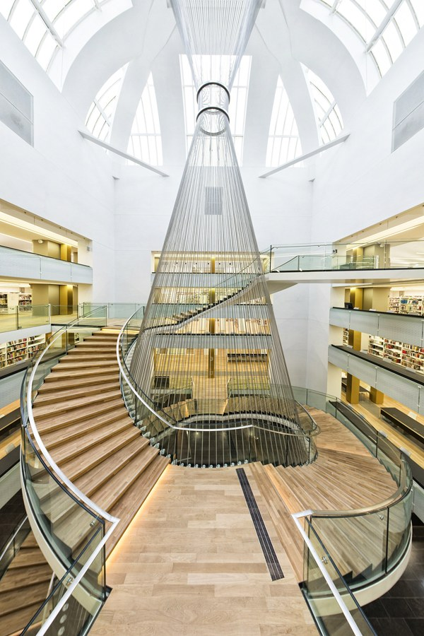 L'escalier central de la nouvelle BNU. Foto: JPR