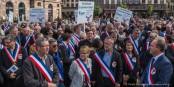 """Kein """"Schwarzer Block"""", sondern demonstrierende Bürgermeister... gegen die kommunalen Haushaltskürzungen. Foto: Claude Truong-Ngoc / Eurojournalist(e)"""