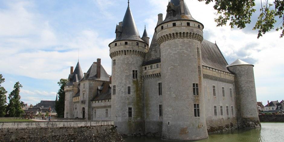 Dicke Mauern, viel Macht - Schloss Sully thront über der Loire. Foto: Eurojournalist(e)