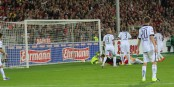 90e minute au Schwarzwaldstadion - Lucas Hufnagel marque le 2-2 contre Arminia Bielefeld. Foto: Eurojournalist(e)