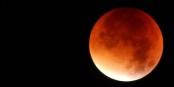 Le monde entier a partagé cet instant magique lorsque la lune apparaissait en rouge pendant la nuit de dimanche à lundi. Foto: LordToran / Wikimedia Commons / PD